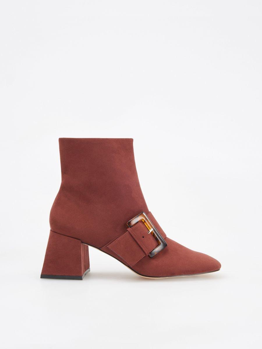 61aa51a963377 Nakupujte online! Kotníkové boty s ozdobnou přezkou, RESERVED, VH261-88X
